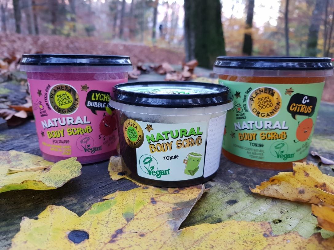 Planeta Organica geluri de duș loțiuni de corp scruburi exfoliante vegan cruelty-free citrus+ c Lychee Bubble Gum Matcha and Basil seeds